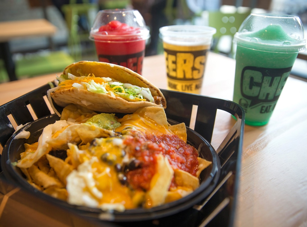 Taco Bell Is Ditching Drive Thru S To Sell Alcohol In 350