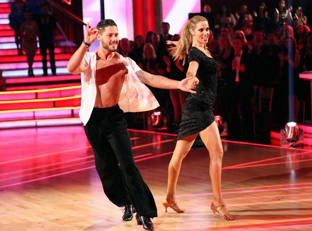 Elizabeth Berkley Season 17 From Dancing With The Stars