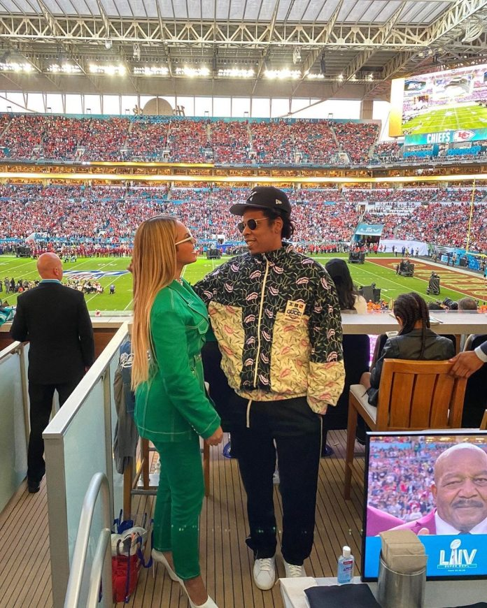 "Resultado de imagen de Jay-Z Explains Why He & Beyonce Sat During the National Anthem at Super Bowl 2020"""