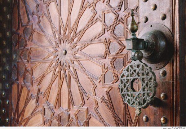 Arabesque-Islamic-Decoration-on-Door-at-Paris-Great-Mosque-Doors-Picture