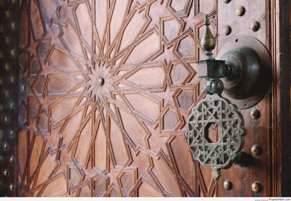 Arabesque-Islamic-Decoration-on-Door-at-Paris-Great-Mosque-Doors-Picture