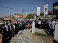 Položeno cvijeće na Kovačima: Drugi maj jedan od najznačajnijih datuma u modernoj historiji BiH