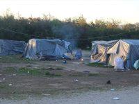 Kamp Trnovi : Migranti pod najlonskim šatorima dočekuju hladne dane