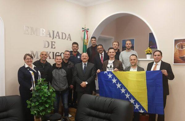 Naši igrači sa Ambasadorom Meksika u Beogradu nakon dobijanja viza