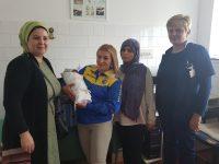 Neznani dobrotvor iz Bihaća darovao porodilju migranticu