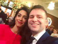 Bh. ambasador u Norveškoj u društvu s suprugom slavnog glumca: Amal mi je rekla da zna za patnje Bosanki