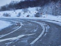 Niske temperature i zaleđeni kolovoz zahtjevaju opreznu vožnju