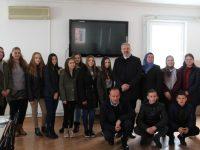 Ured za društvenu brigu uručio 10 stipendija za učenike iz Internata u Potočarima