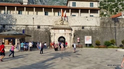 Wejście na stare miasto w Kotorze