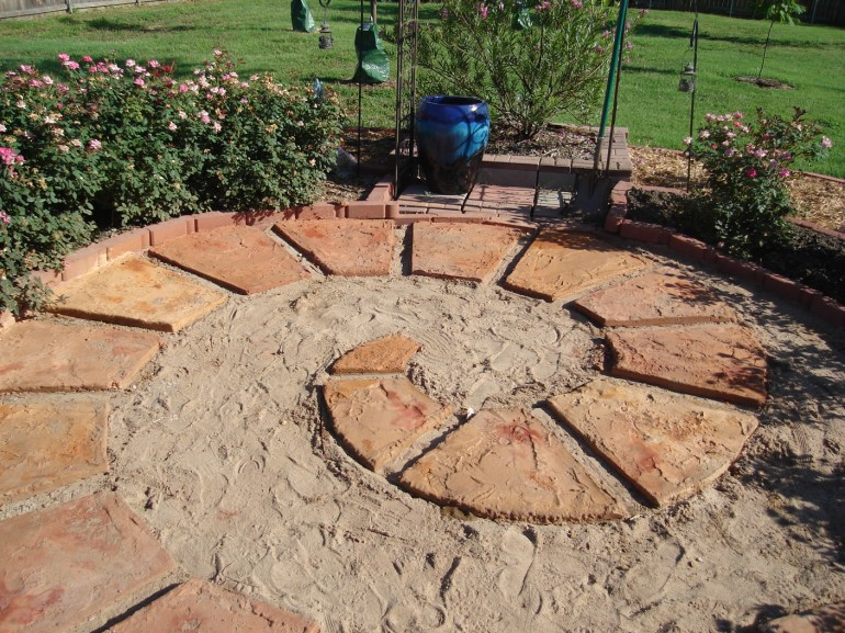 Circular patio with stones in spiral layout