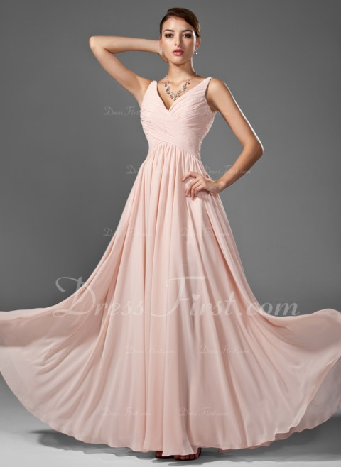 This chiffon dress has a very vintage look