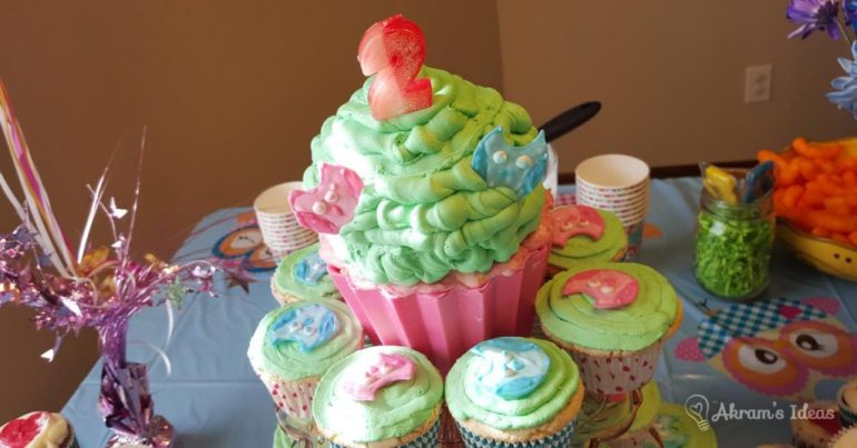 Akram's Ideas: French Vanilla Sour Cream Owl Cupcakes Giant Cupcake