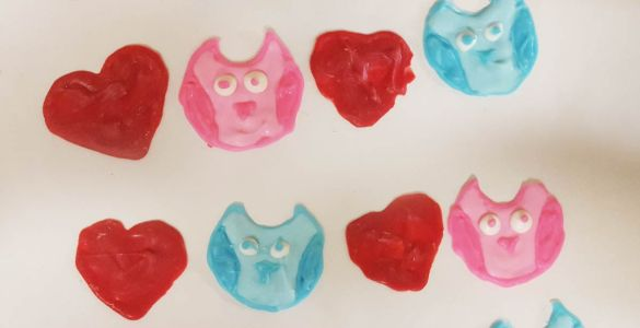 Akram's Ideas: How to Make Candy Melts Decorative Toppers