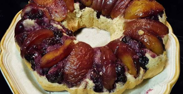 Recipe for healthy blueberry peach cake using a sugar free cake mix and bananas.