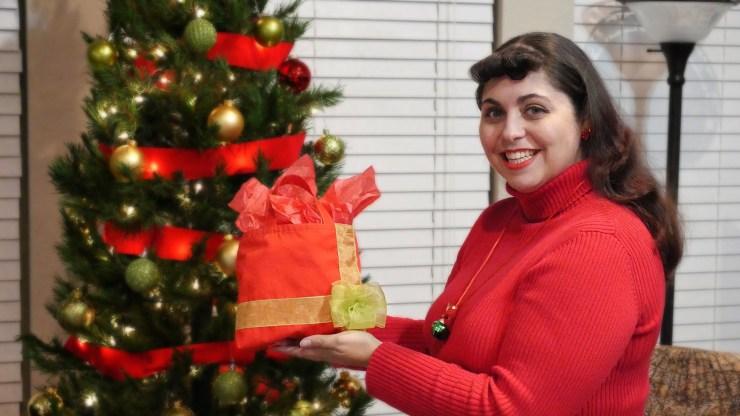 Holiday Gift Tote Bag - DIY Christmas Gift Collab via @akramsideas