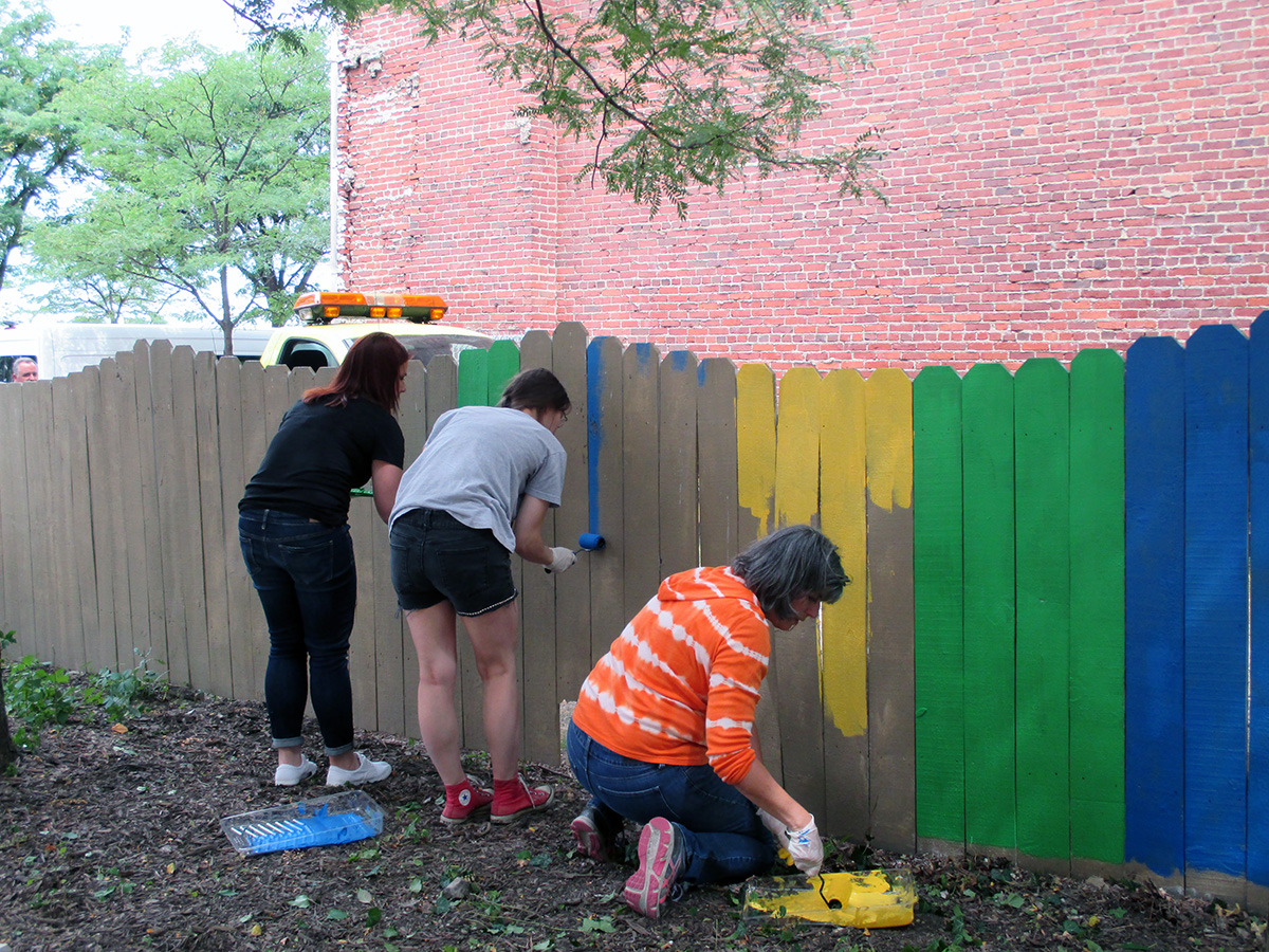 Residents spent their lunch hour cleaning up Commerce Center Park in downtown Akron Thursday. (Photo: Yoly Glez M. Heisler)