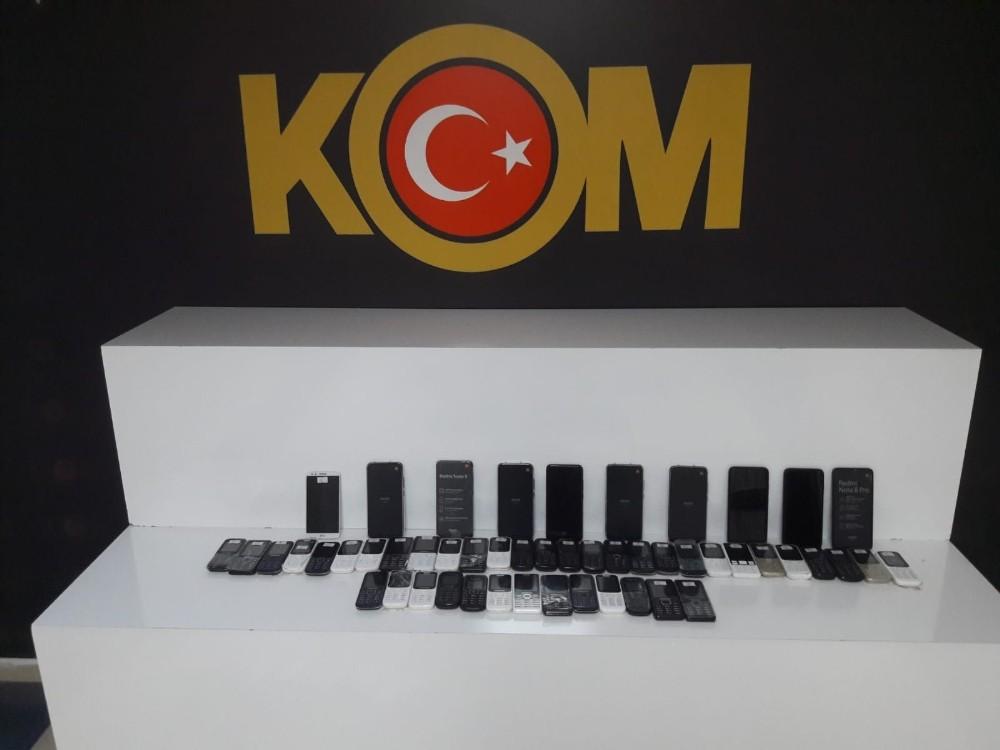 Aksaray'da kaçak cep telefonu operasyonu: 4 gözaltı