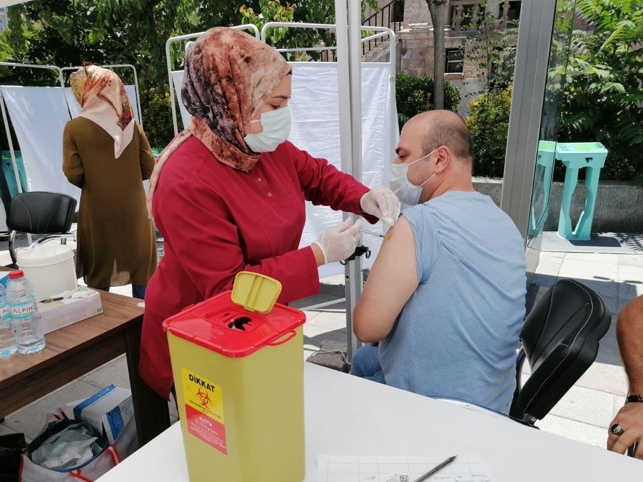 Aksaray'da Covid-19 aşısı vatandaşın ayağına getirildi