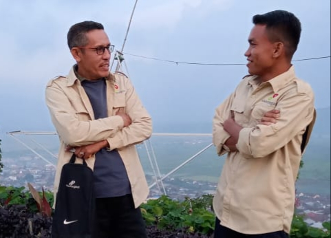FOTO: Ketua FJM Jambi Mursyid Sonsang dan Wartawan Gatra Ramadani.