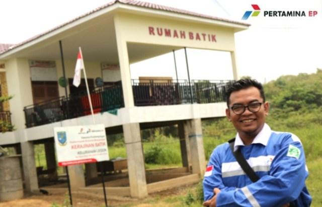 FOTO: Bahara Jati, Jurnalis Akses Jambi saat mengunjungi Rumah Batik Binaan Pertamina EP Asset 1 Jambi Field.