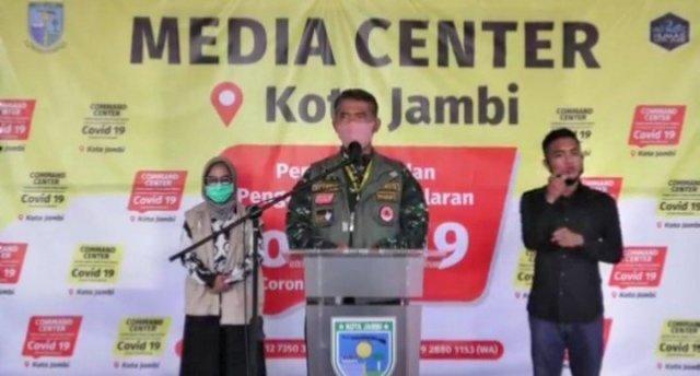 Wali Kota Jambi, Syarif Fasha saat mengumumkan perkembangan kasus Corona pada Sabtu, 16 Mei 2020. Foto: AksesJambi.com