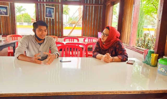 Wawancara eksklusif wartawan Akses Jambi, Dwi Pebrianza Danial bersama Camelia. Foto: AksesJambi.com