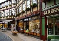 Jüttners Buchhandlung, seit Jahr und Tag die schönste und älteste Buchhandlung im Ort.