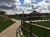 Außenbereich mit Blick zum Kelo-Saunahaus und Raucherpavillon