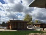 Außenbereich mit Meditationssauna (70°C) und rechts im Hintergrund die Finnische Sauna