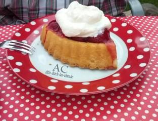 Eine leckere Begrüßung mit natürlich Erdbeeren aus dem Garten