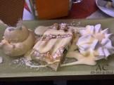 Warmer Apfelstrudel mit Vanille-Eis und Sahne