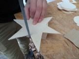 Eine Rund- oder Dreikant-Holzfeile ist bei Formen wie Sternen nicht verkehrt.