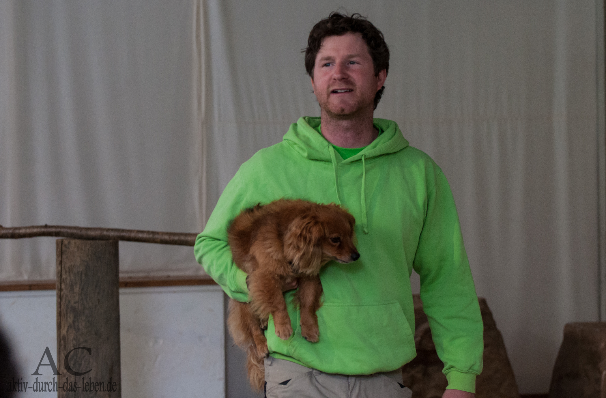 Remo Müller mit Mischlingshund