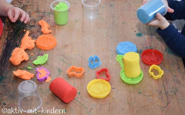 Kindergartenfrei? Dinge, für die man keinen Kindergarten benötigt: kneten