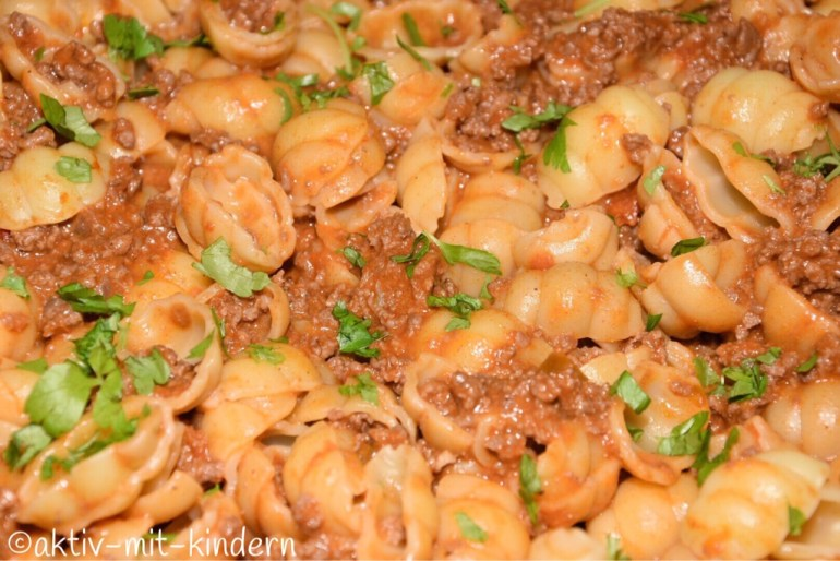 One Pot Taco Pasta mit Käse in Großaufnahme