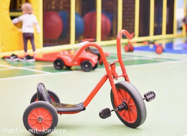 Dreirad im Indoor Spielplatz