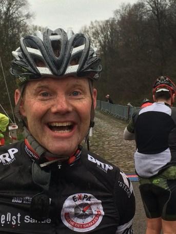 En lykkelig, uvitende Eric, foran første pavee...