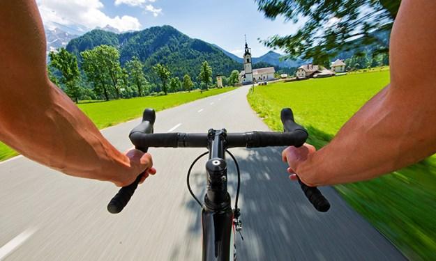 syklist-styre-kirke-715pxl-shutterstock