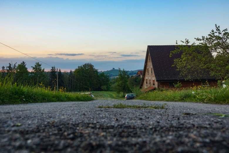 Φιλοξενία σε αγροτόσπιτο 400 ετών στην Ελβετία
