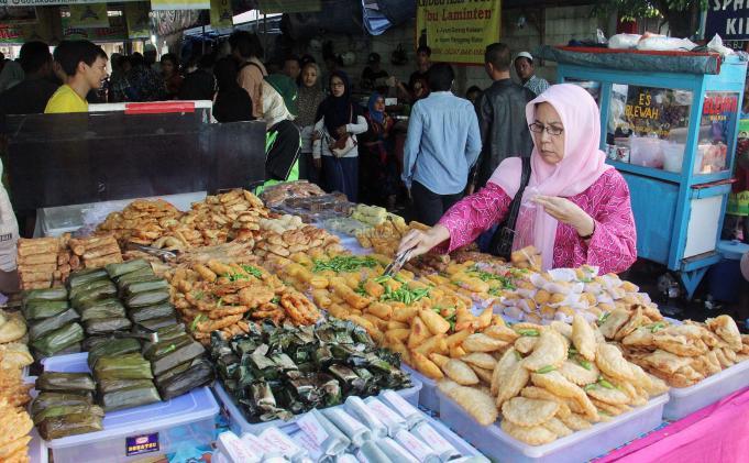 Ini Hukum Menjual Makanan Saat Bulan Puasa Terhangat Terpercaya