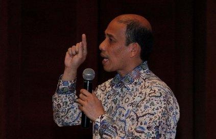 "Mantan Menteri ESDM Arcandra Tahar saat memberikan materi diskusi di Jakarta, Kamis (8/9/2016). Diskusi yang laksanakan oleh salah satu relawan Jokowi mengambil tema "" Membangun Kedaulatan Energi."