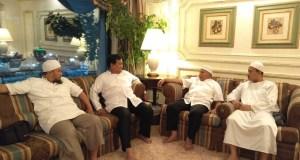 Ketua Dewan Kehormatan Partai Amanat Nasional Amien Rais, bersama Ketua Umum Partai Gerindra Prabowo, bersilaturahim dengan Habib Rizieq di Makkah, Arab Saudi.