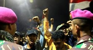 TNI berdialog dengan mahasiswa