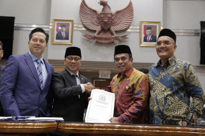 Unsur pemerintah dan DPR usai menandatangani kesepakatan Biaya Penyelenggaraan Ibadah Haji (BPIH) 2020. (Kemenag)