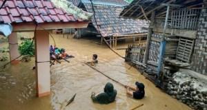 Banjir di Cipanas, Lebak (Foto: Istimewa)