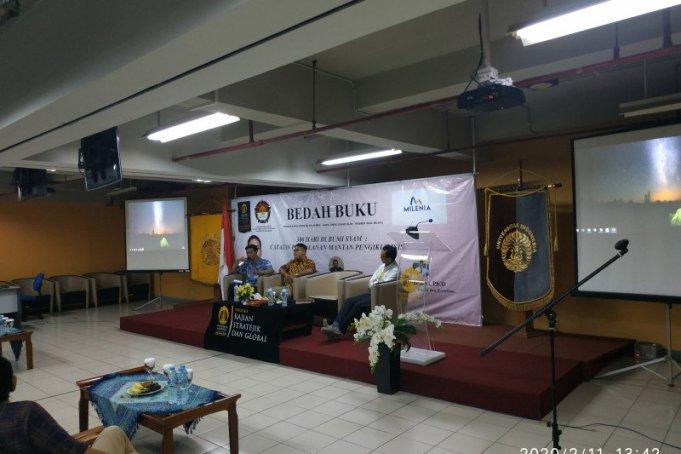 Bedah buku kisah mantan pengikut ISIS Febri Ramdani, di Jakarta, Selasa, (11/2/2020). (ANTARA/Boyke Ledy Watra)