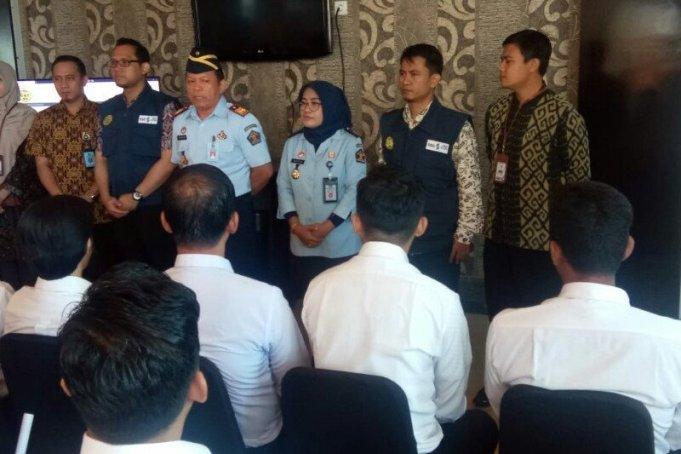 Ombudsman Provinsi Sulawesi Barat (Sulbar) melakukan pengawasan seleksi calon pegawai negeri sipil (CPNS) Kementerian Hukum Dan HAM (Kemenkumham) tahun 2020 Di Mamuju. (Antaranews/M Faisal Hanapi)