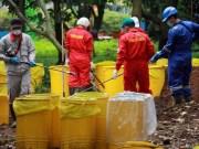Tim Badan Tenaga Nuklir Nasional (BATAN) bersama Badan Pengawas Tenaga Nuklir (Bapeten) melakukan Dekontaminasi terhadap temuan paparan tinggi radioaktif di Perumahan Batan Indah, Serpong, Tangerang Selatan, Banten.