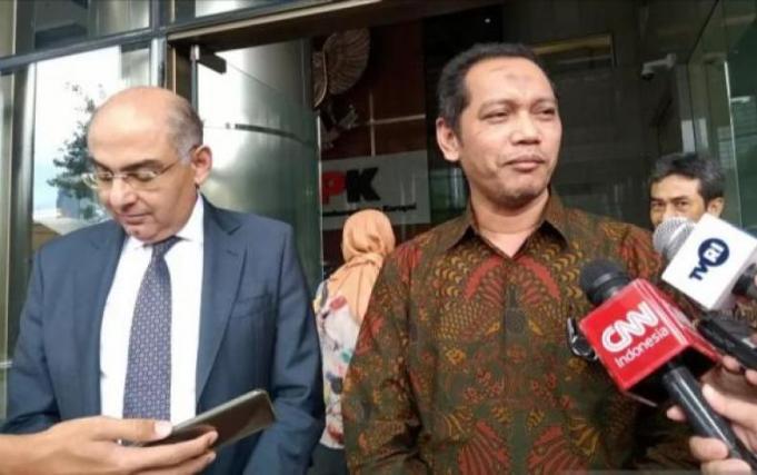 Wakil Ketua Komisi Pemberantasan Korupsi Nurul Ghufron (kanan) dan Duta Besar Mesir untuk Indonesia Ashraf Sulthan (kiri) saat ditemui di Gedung Merah Putih KPK, Jakarta, Kamis (5/3/2020) (ANTARA/Fathur Rochman)