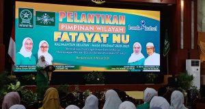 Ketua PW Fatayat NU Kalsel Hilyah Aulia saat memberikan sambutan usai dilantik. (farid)/klikkalsel
